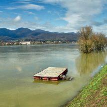 Vodni val rijeke Save za sada prolazi bez većih ugroza