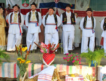 Plesali smo i pjevali na 19. smotri folklora u Brezovici